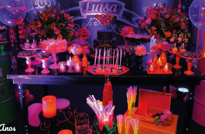 festa-neon,-festa-de-quinze-anos-simples