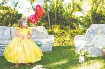 Vestidos de daminha de honra: muito além do branco | Infância