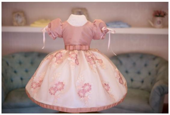 Vestidos de daminha de honra: muito além do branco   Compras de Mãe e Filha